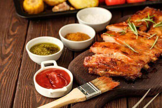 ribs brush with barbecue sauce